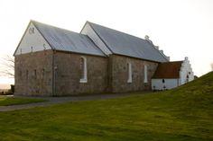 """Bjergby kirke: Ved et kirkesyn den 13. april 1637 blev flere store mangler påpeget: blytaget, loft over skib og våbenhus, den søndre kirkedør og stolene. Døren var altså endnu ikke tilmuret.  Den 25. september samme år blev der afholdt et nyt syn. I protokollen kan man læse: """"Forgangen sommer var kirken nedfalden og blev opmuret igen. Der skulle nu laves store låse til alle stenterne, for at ikke kvæget skulle komme ind på kirkegården."""""""