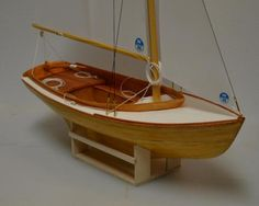 """L.F. Herreshoff Buzzards Bay By Pete48 - Small 3/4"""" = 1' - 0"""" scale - Finished - - Build logs for subjects built 1901 - Present Day - Model Ship World™ Boat Building, Model Building, Model Sailboats, Buzzards Bay, Nc Usa, Wood Carving Designs, Birch Ply, Woodworking Jigs, Boat Plans"""