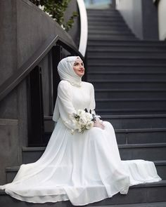 Muslim Wedding Dresses, Wedding Hijab, Dream Wedding Dresses, Bridal Dresses, Bridesmaid Dresses, Bridal Hijab Styles, Wedding Styles, Hijab Style Dress, Wedding Couple Poses Photography
