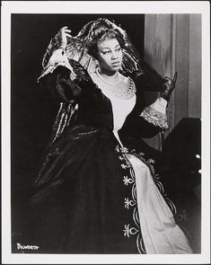 Not much of an opera fan, but what a beautiful photo of Leontyne Price!
