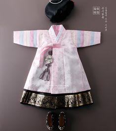 Korean Traditional Dress, Traditional Fashion, Traditional Dresses, Frocks For Girls, Dresses Kids Girl, Kids Outfits, Korean Dress, Korean Outfits, Korean Hanbok