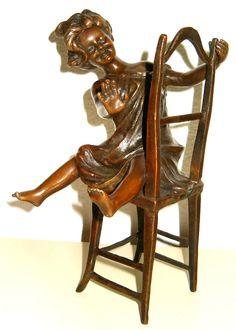 Bronzefigur Mädchen auf dem Stuhl.  Einzelstück jetzt zuschlagen !
