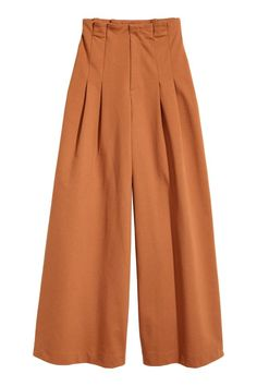 High-waisted trousers in sturdy jersey in a narrow cut at the top with pleats, a zip fly with a hook-and-eye fastener, and wide, super-flared legs. Fashion Pants, Hijab Fashion, Fashion Outfits, Wide Trousers, Wide Leg Pants, Queen Outfit, Salwar Designs, Pleated Pants, Hijab Outfit
