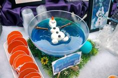 Inspirational ideas for planning a Frozen-themed party. Find ideas for Frozen birthday cakes, Frozen celebration cupcakes, Frozen party invites, Frozen party decorations and fun Frozen party games. Olaf Party, Frozen Themed Birthday Party, 4th Birthday Parties, Birthday Party Decorations, Frozen Themed Food, Frozen Birthday Invitations, Party Invitations, Schnee Party, Festa Frozen Fever