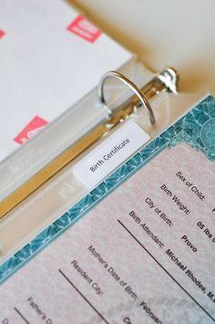 Un carpesano con información básica para cada miembro de la familia: desde la partida de nacimiento, hasta recuerdos o certificados médicos...Algún día tengo que hacer esto!!