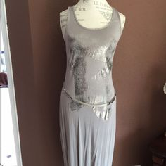 2XHP Taupe tank dress with foil accent Very soft racer back tank. Very easy to wear. Silver foil accent ( belt not included) worn 5 times and laundered as many... Cotton and spandex Soprano Dresses