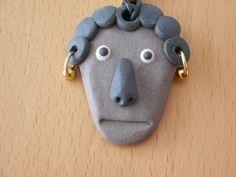 Pendentif tête de personnage en terre cuite : Pendentif par mary-lune-brode