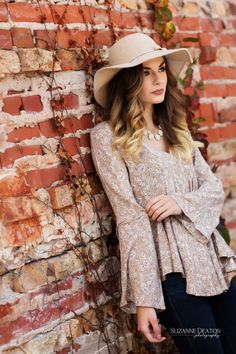 senior girl pose, senior girl outfits, senior outfit ideas, floppy hat, brick wall, outdoor photography, outdoor senior pictures, senior pictures