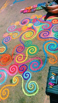 Sidewalk Art Design Street Art, We're sharing an Easy Sidewalk Chalk Art project that everyone can do. This Mosaic Sidewalk Chal, 3d Chalk Art, Chalk Wall, Chalk It Up, Doodle Challenge, Fred Instagram, Chalk Design, Sidewalk Chalk Art, Summer Activities For Kids, Winter Activities