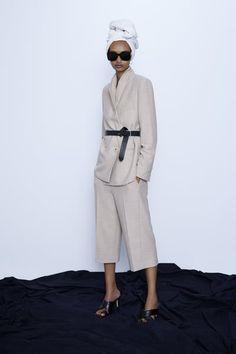 Get dressed up with this season's women's blazers at ZARA online and achieve effortless style. Double Blazer, Double Breasted Blazer, Zara Suits, Zara Home Stores, Zara New, Zara United States, Straight Cut, Zara Women, Mannequin