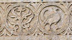 Frieze with releifs with plant and bird motifs. Church of Quintanilla de las Viñas. Mambrillas de Lara, Burgos © Turespaña