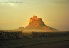 Lindisfarne – It didn't look like this when I went :D England And Scotland, Chateaus, Newcastle, Kale, Castles, Monument Valley, Islands, Landscapes, Nature