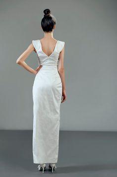 Feminine and elegant column silhouette
