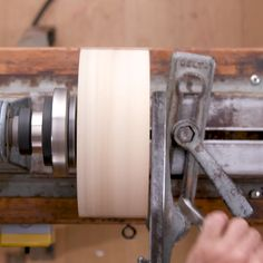 Wood Turning Lathe, Wood Turning Projects, Wooden Projects, Wood Crafts, Carpentry Projects, Beginner Woodworking Projects, Woodworking Wood, Woodworking Magazine, Woodturning Videos