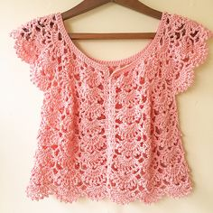 Ravelry: Picot Fan Summer Cardigan pattern by Lakshmi Ravi Narayan with good instructions for how to increase and decrease for size changes. pattern coming soon. Worked flat, at start and ends for button edging Starting chains starting fans increasing 4 f Crochet Baby Sweaters, Gilet Crochet, Crochet Cardigan Pattern, Crochet Collar, Crochet Jacket, Crochet Blouse, Crochet Clothes, Knit Crochet, Crochet Mandala