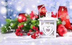 Christmas New Year Рождество Новый Год фонарь фонарик белый шарики красные игрушки елочные падуб остролист ветки ель декорации снежинки праздники зима