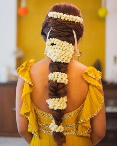 "The ""New"" French Twist - 9 Wedding Hair Trends for 2019 - The Trending Hairstyle Mehndi Hairstyles, Open Hairstyles, Indian Bridal Hairstyles, Trending Hairstyles, Straight Hairstyles, Latest Hairstyles, Pixie Hairstyles, Bride Hairstyles, Bridal Hair Buns"
