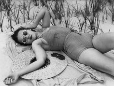 1937: Model Marcella Flood relaxes in a one-piece swimsuit. Photo: Archive Photos, Getty / 2009 Getty Images