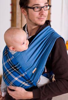 ... und mit dem Babytuch ist das wirklich kinderleicht. Kein Wickeln, kein Knoten - einfach reinschlüpfen. Die einfache Tragehilfe für Männer! Bomber Jacket, Face, Jackets, Real Men, Newborns, Knot, Simple, Faces, Jacket