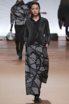 Sfilata Issey Miyake Parigi - Collezioni Autunno Inverno 2014-15 - Vogue