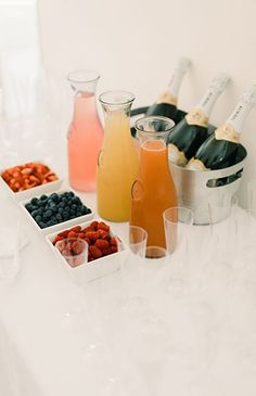 Baby shower food for girl brunch mimosa bar 19 ideas Baby Shower Drinks, Fiesta Baby Shower, Baby Shower Brunch, Shower Party, Baby Shower Parties, Baby Shower Themes, Shower Ideas, Baby Shower Ballons, Baby Shower Buffet
