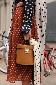 Fall Street Style Outfits to Inspire – FROM LUXE WITH LOVE Different polka dots patterns and colors mixed together, pattern mixing outfits, great mixed patterns outfit, polka dots outfit, Street Style Outfits, Looks Street Style, Autumn Street Style, Brooklyn Street Style, Fashion Week, Look Fashion, Winter Fashion, Fashion Outfits, Fashion Trends