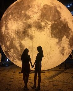 Discovered by Eva. Find images and videos about love, girls and moon on We Heart It - the app to get lost in what you love. Cute Lesbian Couples, Cute Couples Goals, Couple Goals, The Love Club, This Is Love, Tumblr Wallpaper, Want A Girlfriend, Pixiv Fantasia, Couple Aesthetic
