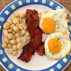 This lunch packs 600+ calories and nearly 60 grams of fat. Can you lose fat while eating so much fat?! Absolutely!! In fact, restricting your fat may make you more likely to store fat by increasing the activity of lipoprotein lipase.  #truth #paleo #primal #food #nofilter #fitness #weightloss #loseweight #obesity #extremeweightloss #nutrition #cleaneating #wholefoods #whole30 #facts