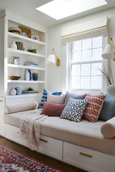 38 Guest Room Window Nook 38 Guest Room Window Nook Laura Bourdeau lcnick Playroom Usually a nook isn t a location for entertaining guests therefore a nbsp hellip Cozy Family Rooms, Family Room Design, Family Tv, Small Room Design, Cozy Reading Corners, Cozy Corner, Cozy Nook, Reading Nooks, Bed Nook
