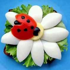 Use this week's organic farm box cherry tomatoes and farm fresh eggs for Ladybug on Flower - Flower is a couple of boiled eggs, ladybug is a cherry tomato & olives Deco Fruit, Food Art For Kids, Fruit And Vegetable Carving, Veggie Tray, Veggie Food, Food Carving, Food Decoration, Fruit Art, Food Crafts