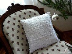 Crochet Pillow Patterns Part 10 - Beautiful Crochet Patterns and Knitting Patterns Crochet Cushion Cover, Crochet Pillow Pattern, Crochet Motifs, Crochet Blocks, Crochet Cushions, Crochet Squares, Crochet Granny, Crochet Doilies, Pillow Patterns