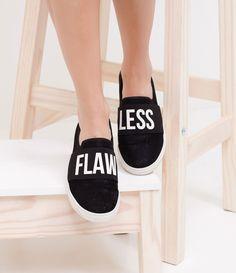 Tênis feminino  Modelo slipper   Com estampa Flawless  Material: sintético  Marca: Satinato     COLEÇÃO VERÃO 2017     Veja mais opções de    tênis femininos.        Sobre a Satinato     A Satinato possui uma coleção de sapatos, bolsas e acessórios cheios de tendências de moda. 90% dos seus produtos são em couro. A principal característica dos Sapatos Santinato são o conforto, moda e qualidade! Com diferentes opções e estilos de sapatos, bolsas e acessórios. A Satinato também oferece para…