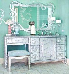 この画像は「憧れる♡ティファニーブルーのかわいい部屋画像&インテリア」のまとめの4枚目の画像です。