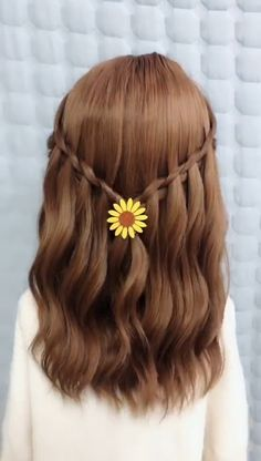 accessories casual The girl's long hair is braided Cute Simple Hairstyles, Easy Hairstyles For Long Hair, Pretty Hairstyles, Cute Hairstyles, Long Hair Dos, Braided Hairstyles Tutorials, Hair Up Styles, Medium Hair Styles, Hair Videos