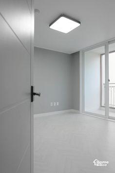 47py 대전 노은동 열매마을 8단지 새미래 40평대 아파트 인테리어 : 네이버 블로그 Natural Interior, Downlights, Living Room Designs, Bathtub, Mirror, Bathroom, House, Furniture, Home Decor