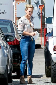 Hilary Duff Hilary Duff Style, Fall Outfits, Casual Outfits, Fashion Outfits, Womens Fashion, Ripped Skinny Jeans, The Duff, Sexy Jeans, Her Style