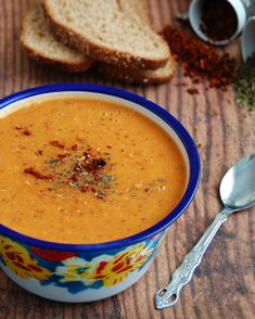 Ezogelin soup Soup Store, Spicy Lentil Soup, Soup Recipes, Vegetarian Recipes, Turkish Recipes, Ethnic Recipes, Dried Peppers, Veggie Soup, Cooking Ingredients