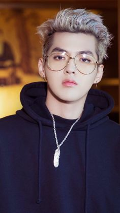 Kris Wu omg he looks so hawt in glasses Kris Wu, Chanyeol, Kyungsoo, Rapper, Wu Yi Fan, Kim Minseok, Exo Korean, Kim Junmyeon, Models