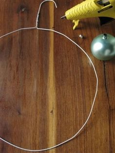 shut the front door! i didn't know it was THIS easy to make those ornament wreaths!