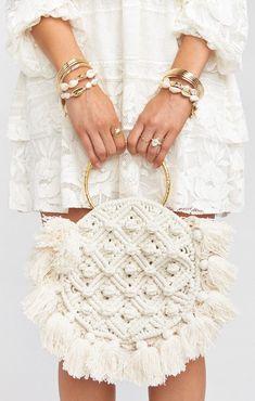 Cleobella x Mumu Francesca Crochet Bag ~ White - Cleobella x Mumu ~ Francesca C. - Cleobella x Mumu Francesca Crochet Bag ~ White – Cleobella x Mumu ~ Francesca Crochet Bag ~ White Macrame Patterns, Crochet Blanket Patterns, Crochet Stitches, Knitting Patterns, Bag Patterns, Free Knitting, Knitting Projects, Macrame Bag, Macrame Knots