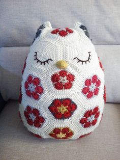 Beautiful Maggie the African Flower owl crochet pattern by Jo's Crocheteria  http://www.ravelry.com/patterns/library/maggie-the-african-flower-owl-pillow