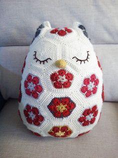 Beautiful Maggie the African Flower owl crochet pattern by Jo's Crocheteria  http://www.ravelry.com/patterns/library/maggie-the-african-flower-owl-pillow