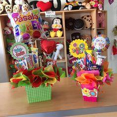 Opciones listas ✨ #JoliandGift Balloon Box, Balloon Bouquet, Fiesta Decorations, Candy Bouquet, Ideas Para Fiestas, Chocolate, Gift Baskets, Favors, Centerpieces