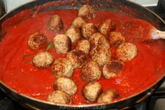 Italian meatballs from Jamie Oliver, Food And Drinks, Italian meatballs from Jamie Oliver. Tasty Meatballs, Italian Meatballs, Spaghetti And Meatballs, Jamie Oliver Meatballs, Italian Dishes, Italian Recipes, Jamie Oliver Kitchen, Pasta Recipes, Dinner Recipes