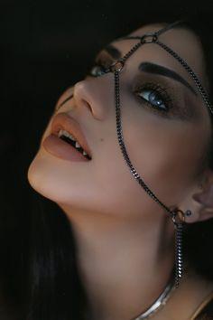 Vampire Love, Vampire Queen, Vampire Girls, Vampire Art, Vampire Fangs, Werewolf Vs Vampire, Female Vampire, Sexy Horror, Vampire Pictures