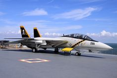 F-14 Tomcat USN (VF-84) Jolly Rogers on board The USS LEXINGTON CV-16 Grumman Aircraft, Navy Aircraft, Military Jets, Military Aircraft, Air Fighter, Fighter Jets, Tomcat F14, Uss Lexington, American Fighter