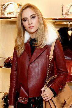 I really love this color. Suki Waterhouse wears a smooth blowout to the Tod's store reopening in London.