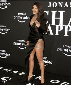 Nickyanka aka Priyanka Chopra and Nick Jonas recently made yet another red carpet appearance a Bollywood Fashion, Bollywood Actress, Bollywood Heroine, Bollywood Stars, Divas, Priyanka Chopra Hot, Talons Sexy, Let Your Hair Down, Looking Stunning
