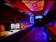 Oryginalna oferta na organizację 40-stych urodzin w Krakowie! No pokład Partybus można zabrania ze sobą najbliższych i celebrowania tą wyjątkową uroczystość w niecodziennych warunkach. Pomimo wieku, to nie powinien być koniec czasu na zabawę! Do dyspozycji : potężny sprzęt grający, dwa barki, telewizor LCD, a nawet parkiet! http://www.partybus.pl/pomysl-na-40-ste-urodziny/