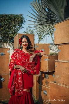 This Bride's Mehndi Ceremony Look Kindled Our Vintage Soul! Indian Wedding Planning, Indian Wedding Outfits, Bridal Outfits, Desi Bride, Bride Look, Wedding Looks, Wedding Wear, Mehndi Ceremony, Bridal Photoshoot